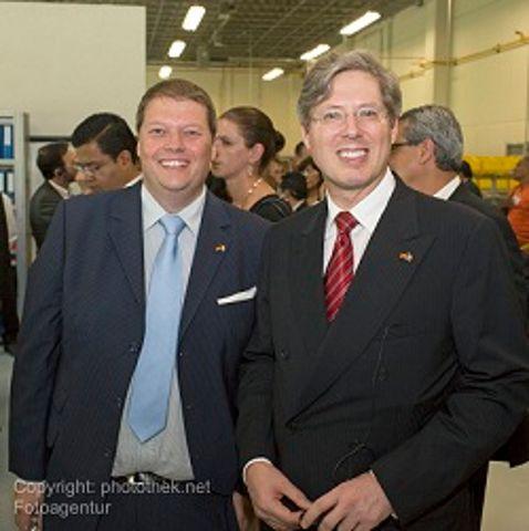 Christian Walter im Bild mit Georg F. W. Schaeffler, Gesellschafter und Aufsichtsratsvorsitzender der Schaeffler Gruppe, beim Besuch des Ausbildungszentrums